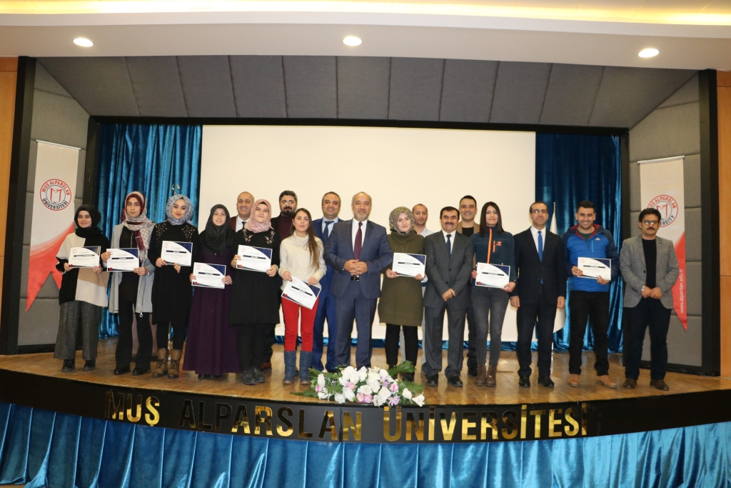 Muş Alparslan Üniversitesi Sürekli Eğitim Merkezi Sertifika Takdim Töreni Yapıldı Görseli